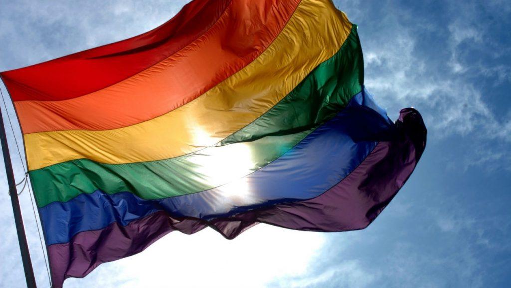 Monumentos de Natal serão iluminados com as cores da bandeira LGBT