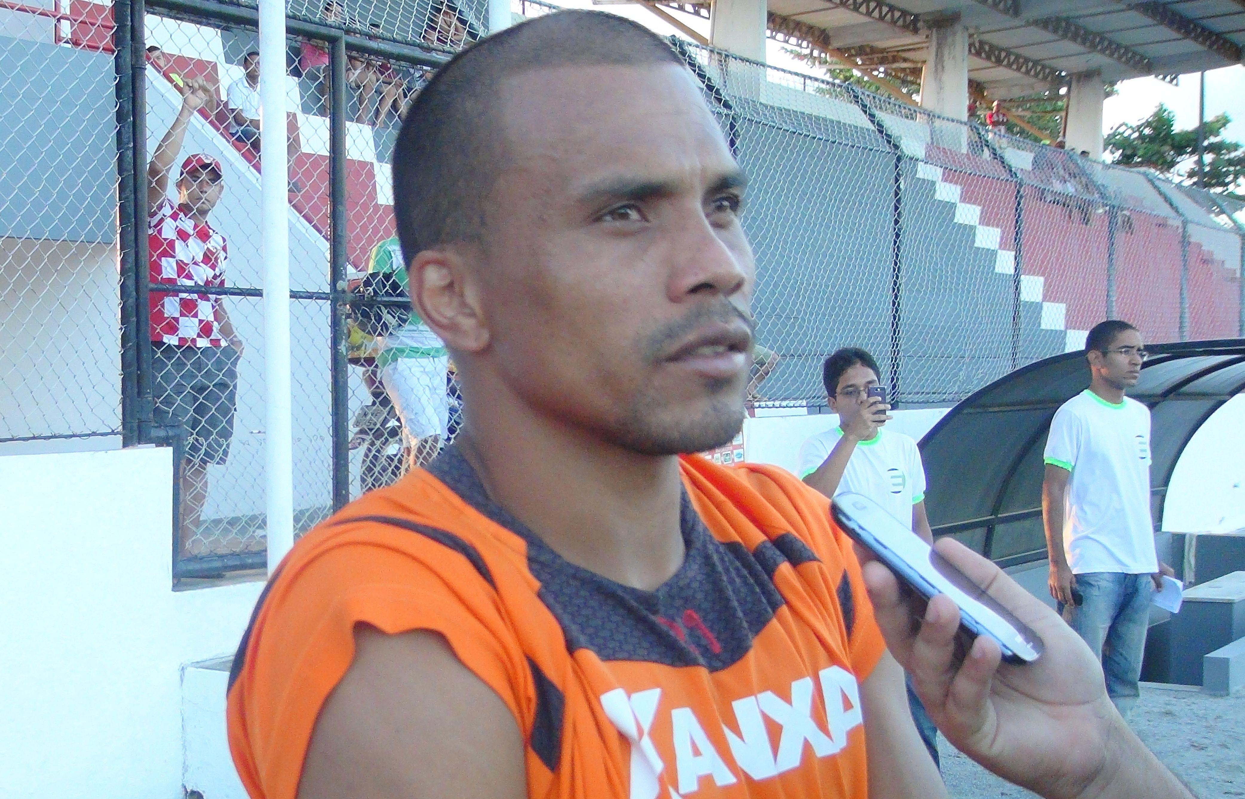 América reforça setor ofensivo e contrata o atacante Marcelo Maciel, ex-Treze (PB)