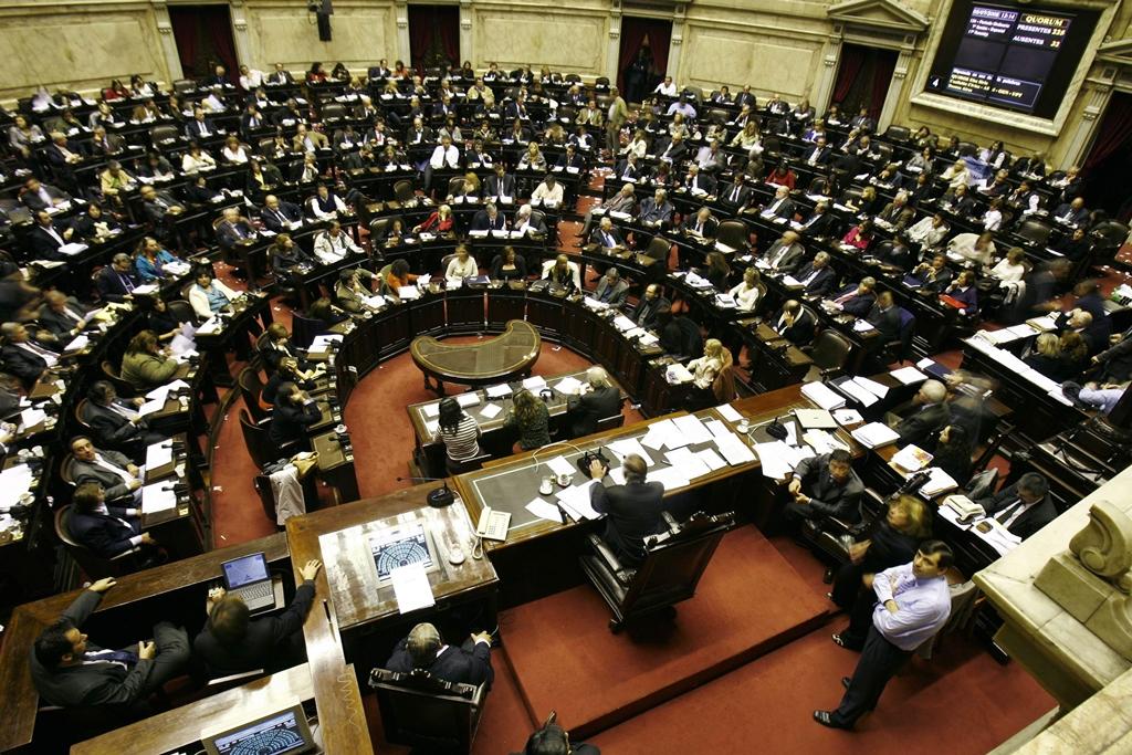 Argentina e Peru debatem leis para punir autores de cantadas na rua