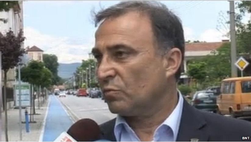 """Prefeito búlgaro espalha açúcar em ruas para espantar """"maus espíritos"""""""