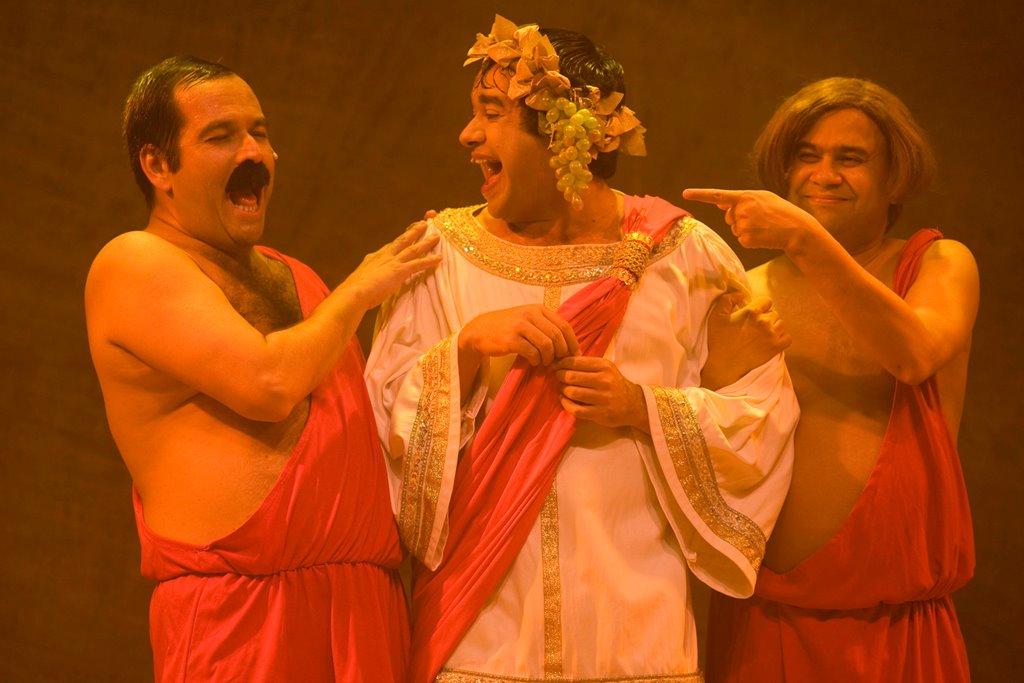 O grande sucesso 'Hermanoteu na Terra de Godah' chega ao Teatro Riachuelo em agosto