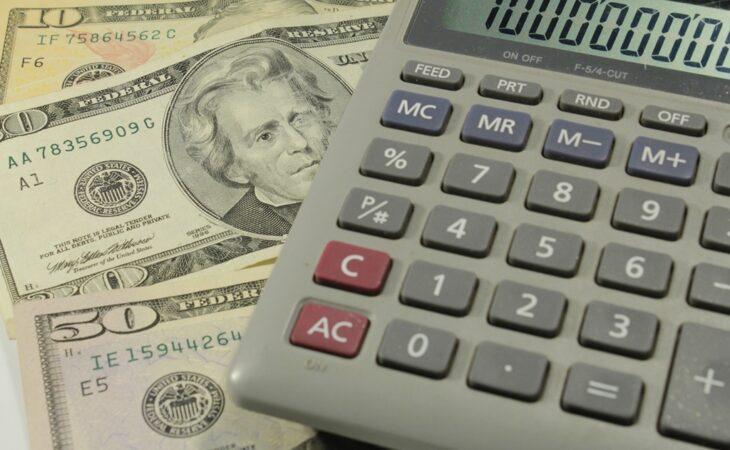 Dólar tem maior alta diária em quatro anos e volta a encostar em R$ 3,90