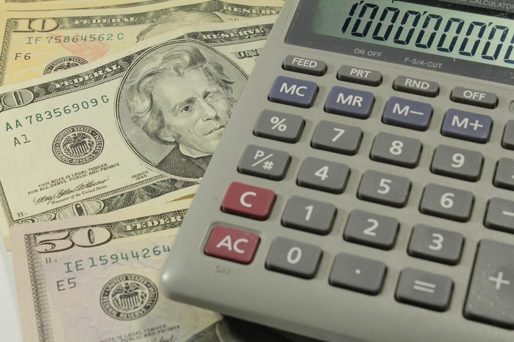 Dólar volta a cair e fecha no menor valor desde o fim de agosto