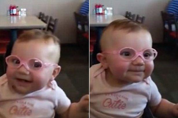 Bebê fica surpresa ao usar óculos pela primeira vez, veja sua reação!