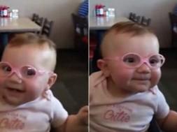 bebê com oculos