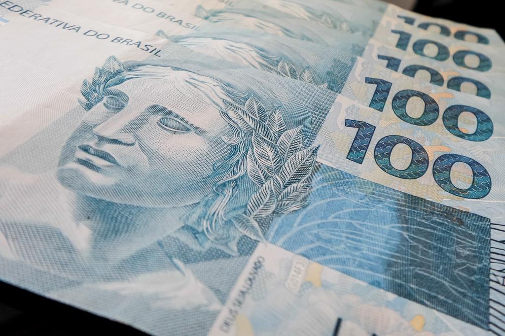Governo propõe salário mínimo de R$ 946 para 2017