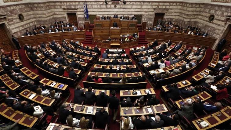 Em uma sessão longa, parlamento grego aprova segundo pacote de reformas