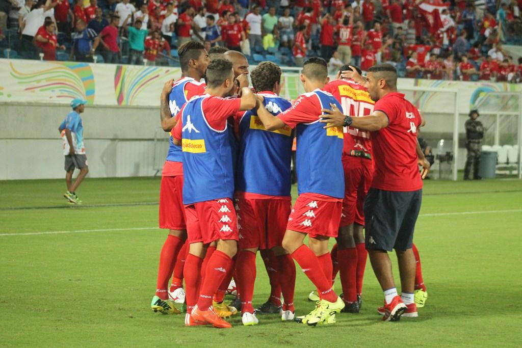 Em jogo emocionante, América vence o Vila Nova-GO de virada com gol nos acréscimos e se mantém no G4