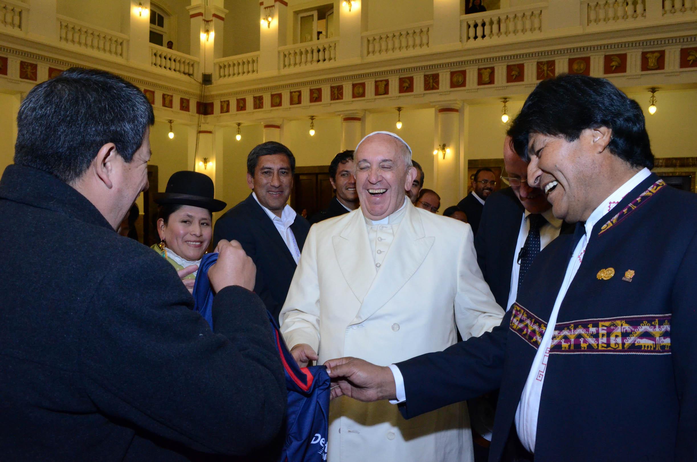 Com ajuda do Papa, Bolívia melhora condições em presídio