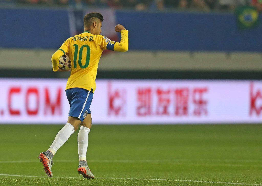Brasil espanta vexame com goleada sobre Dinamarca