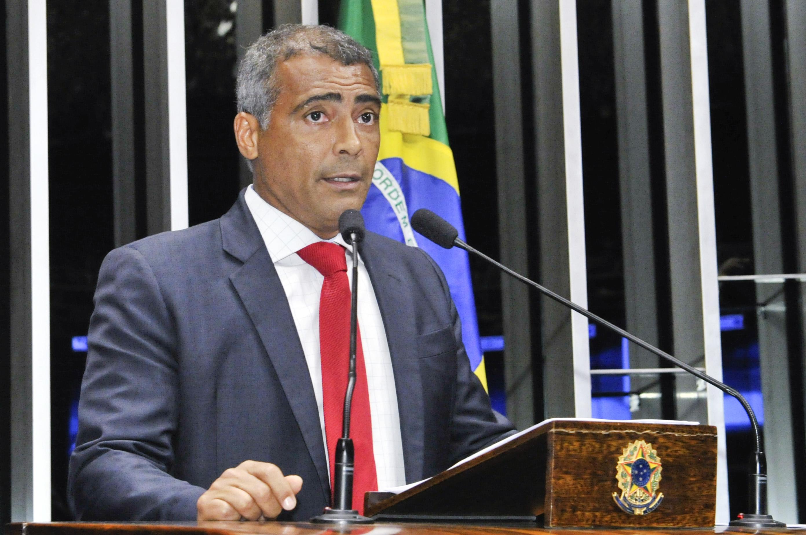 Veja pede desculpas a Romário após publicar documento falso