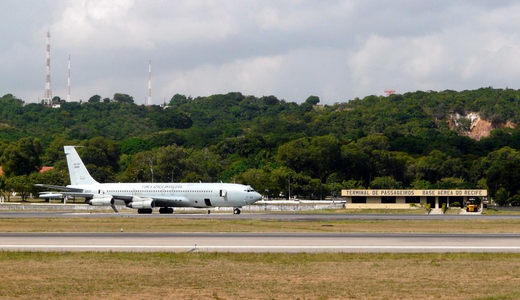 Por HUB da Latam, Dilma garante base aérea ao aeroporto do Recife