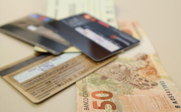 Juro do cartão de crédito chega a 451,44%, maior taxa desde 1995