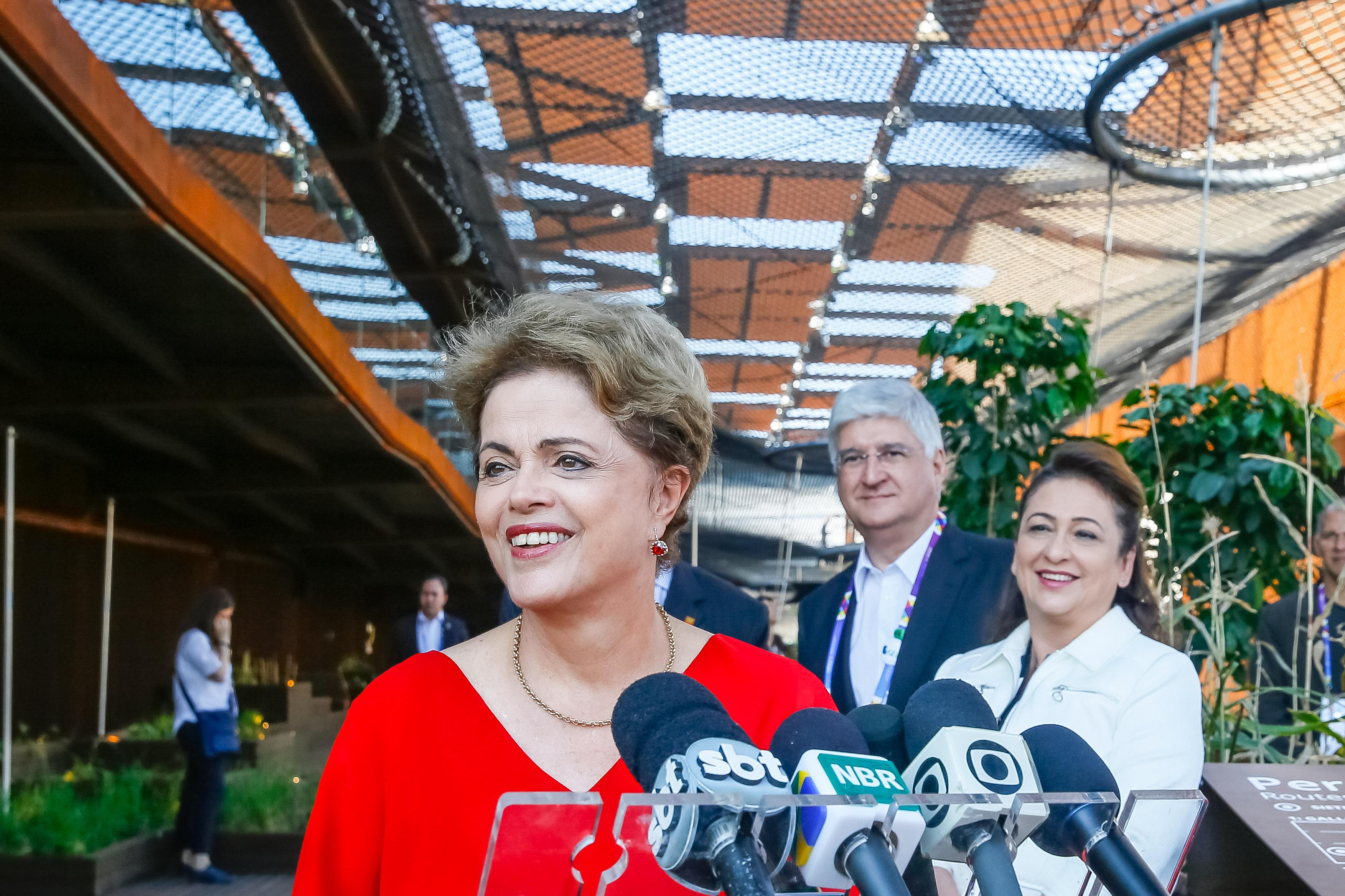 Governo Dilma busca apoio para diminuir crise