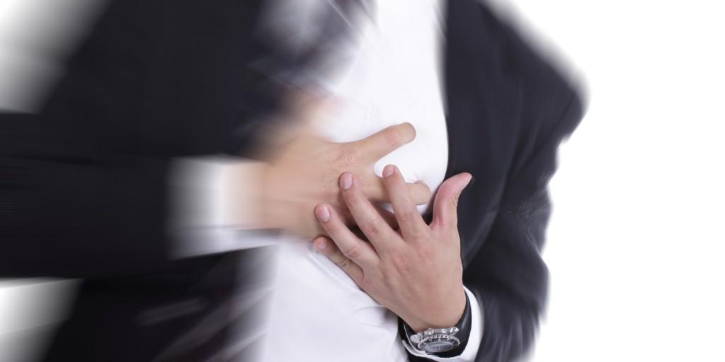 Trabalhar mais de 55 horas semanais aumenta risco de enfarte, mostra estudo