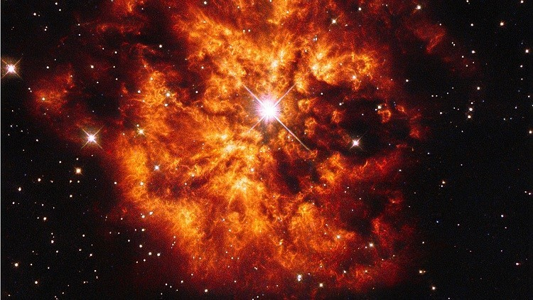 Telescópio Hubble captura imagem impressionante de uma estrela massiva