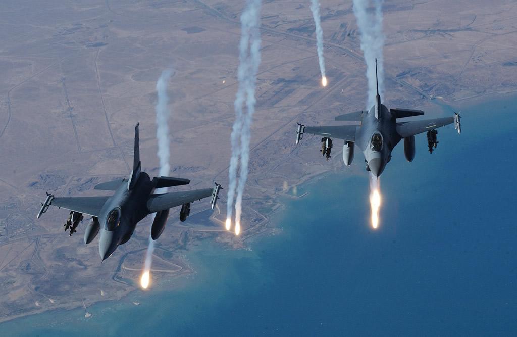 Caças dos EUA iniciam missões contra EI na Síria
