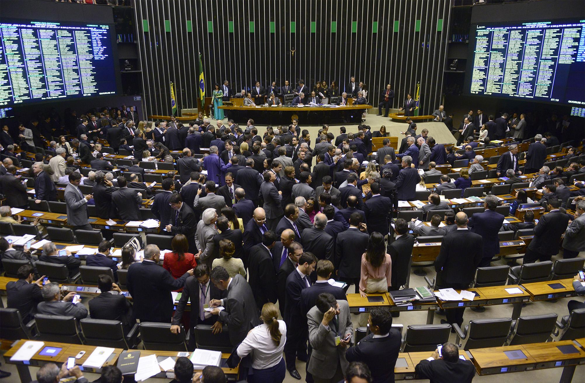 Câmara aprova em segundo turno a redução da maioridade penal