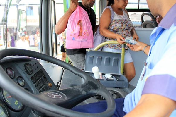 Sancionada a lei que proíbe a dupla função e obriga a instalação de ar condicionado em ônibus de Natal