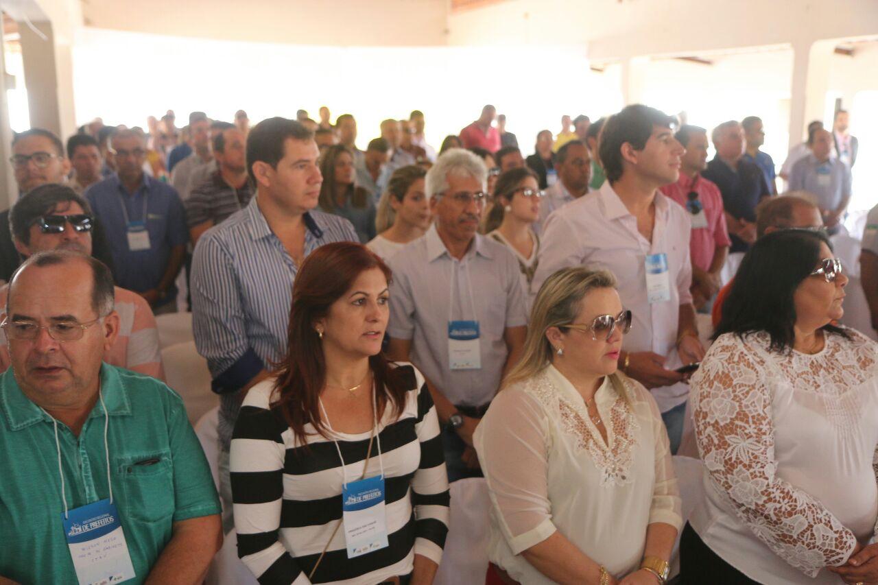 Com quedas na arrecadação, prefeitos do RN vão à Brasília