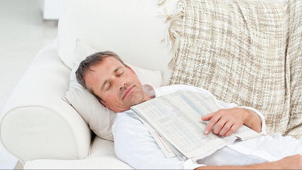 Cochilo após o almoço reduz a pressão arterial e pode repelir ataques cardíacos, dizem especialistas