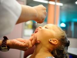 vacinação contra pólio