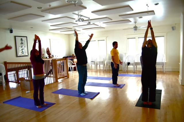 Faculdade oferece aulas gratuitas de yoga em Natal/RN