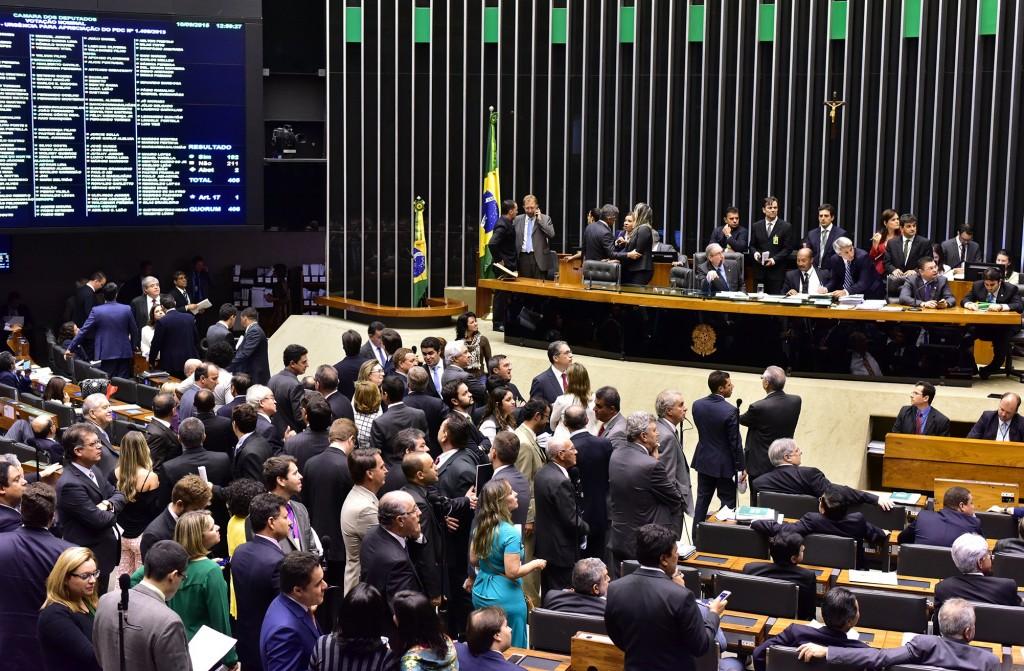 Câmara debate processo de impeachment; acompanhe ao vivo