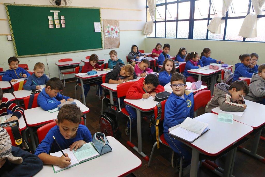 Pais que participarem de reuniões escolares podem ter folga