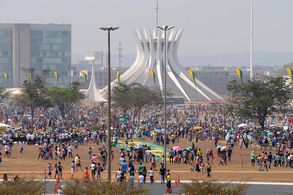 Com protestos, desfile da Independência reuniu 25 mil pessoas em Brasília