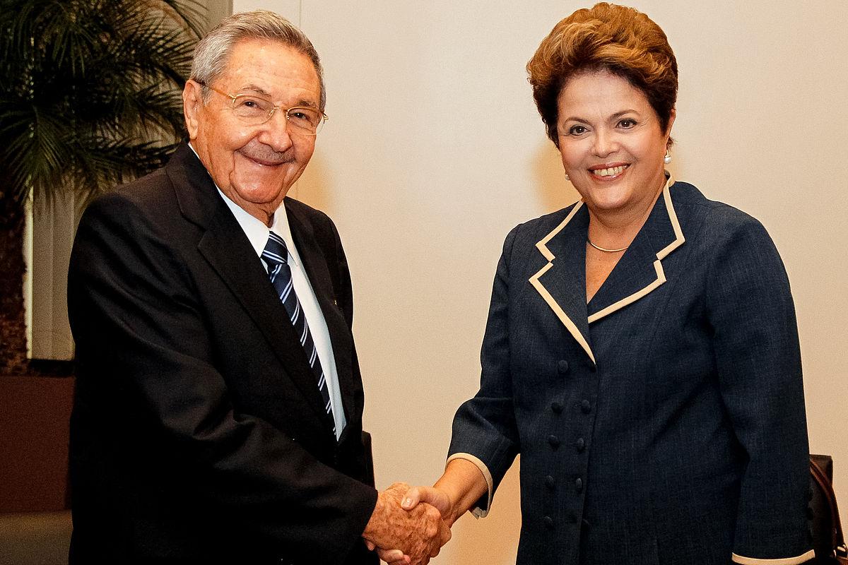 Raúl Castro presta 'apoio solidário' a Dilma Rousseff