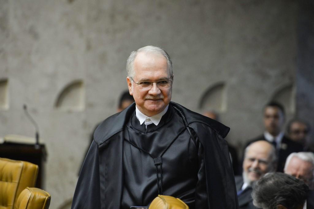 Ministro do STF suspende processo de impeachment contra Dilma
