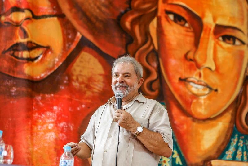 Dilma nega 'superpoderes' e elogia experiência de Lula