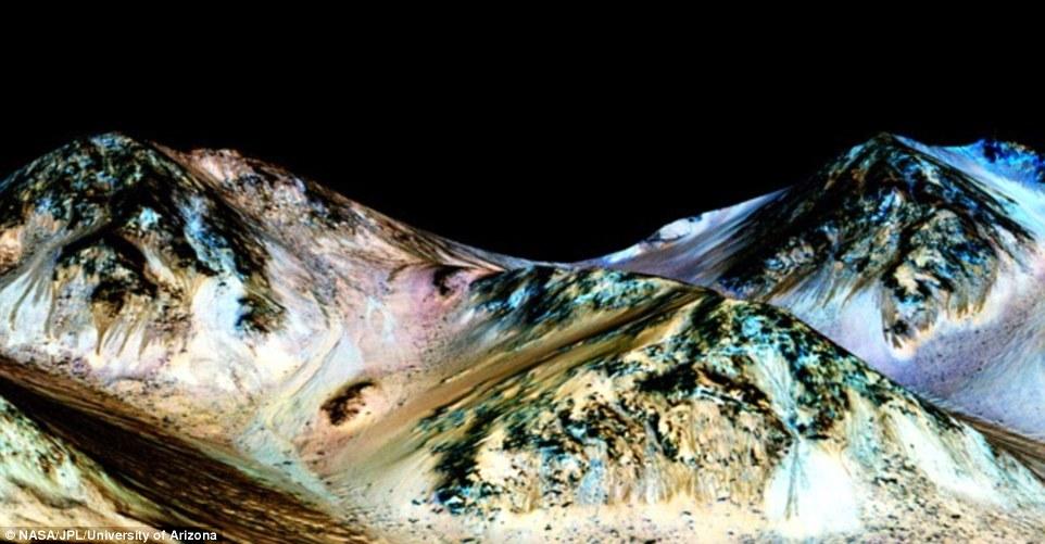 Nasa confirma existência de 'córregos' sazonais de água em Marte