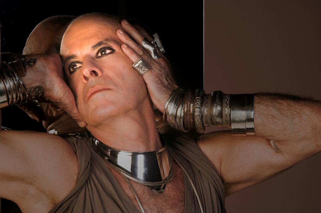 Ney Matogrosso volta ao Teatro Riachuelo com a turnê 'Atento Aos Sinais'