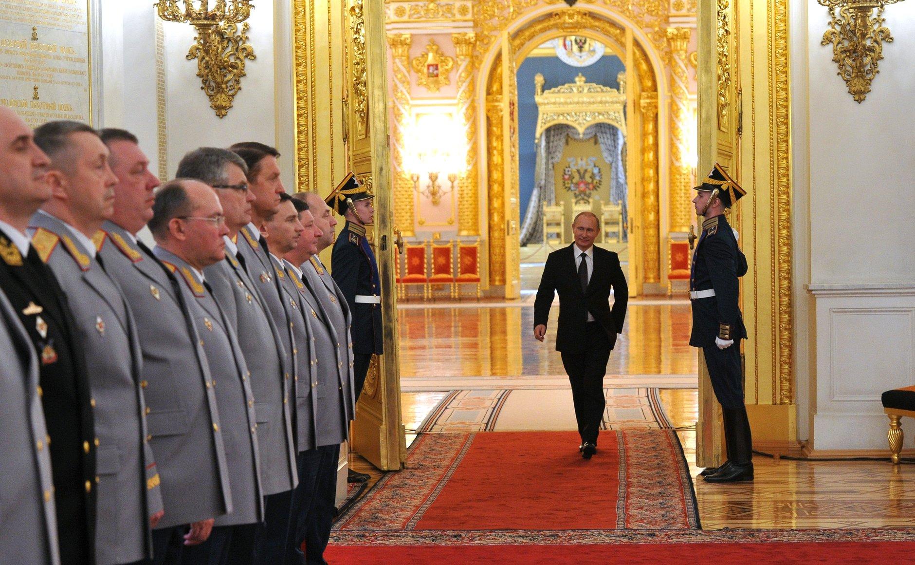 Rússia envia militares a Damasco para ajudar a combater o EI e preocupa Ocidente