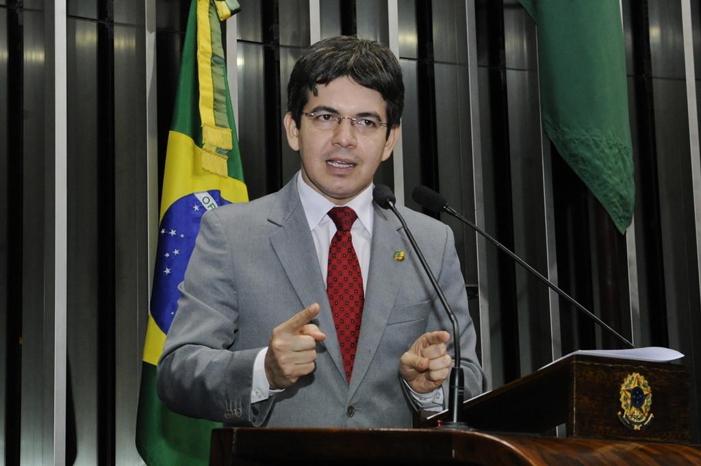 Randolfe Rodrigues e Heloísa Helena deixam o PSOL