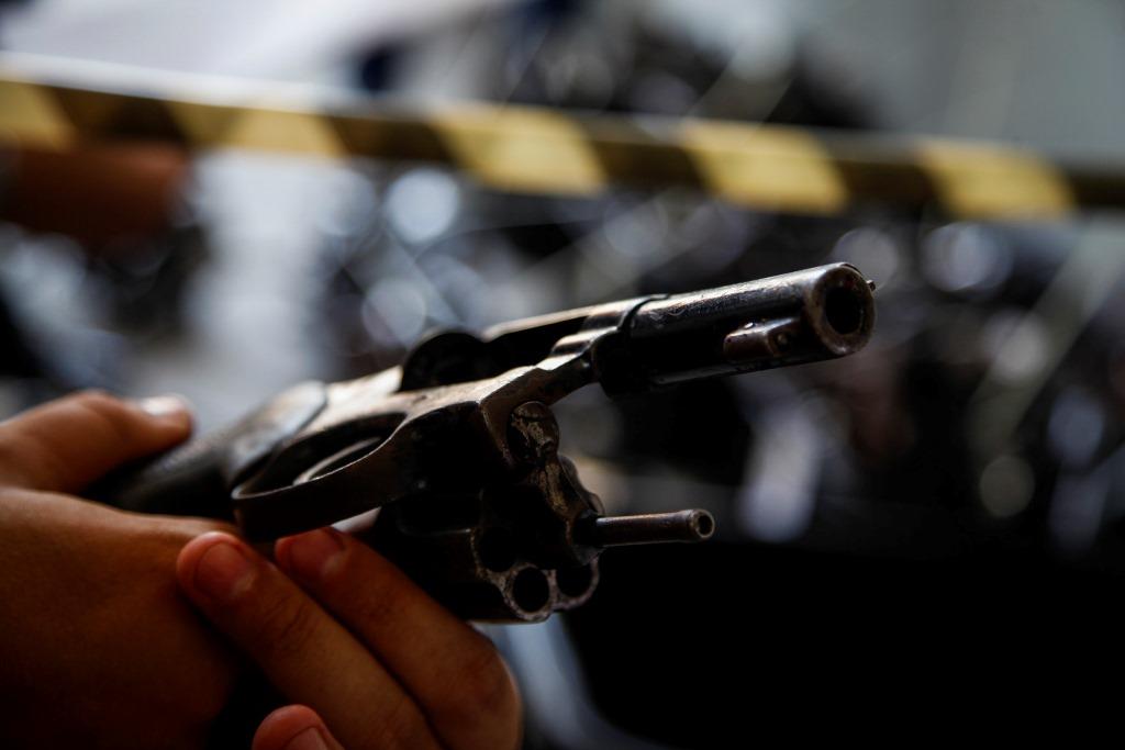 Polícia de Ohio mata menino de 13 anos que levava arma de ar