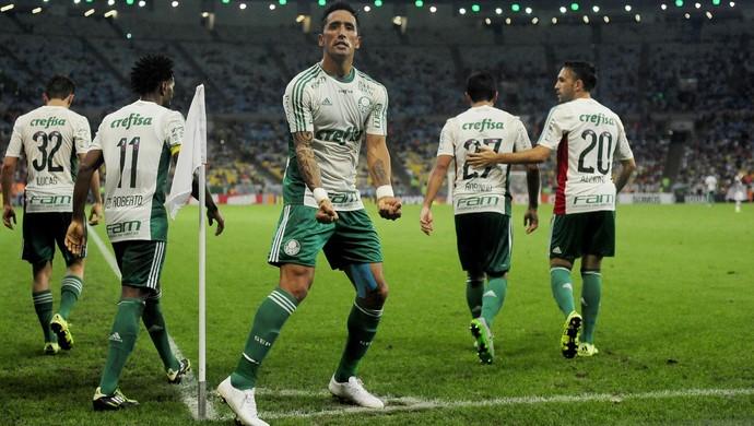 Palmeiras goleia Fluminense no Maracanã e complica situação do time carioca