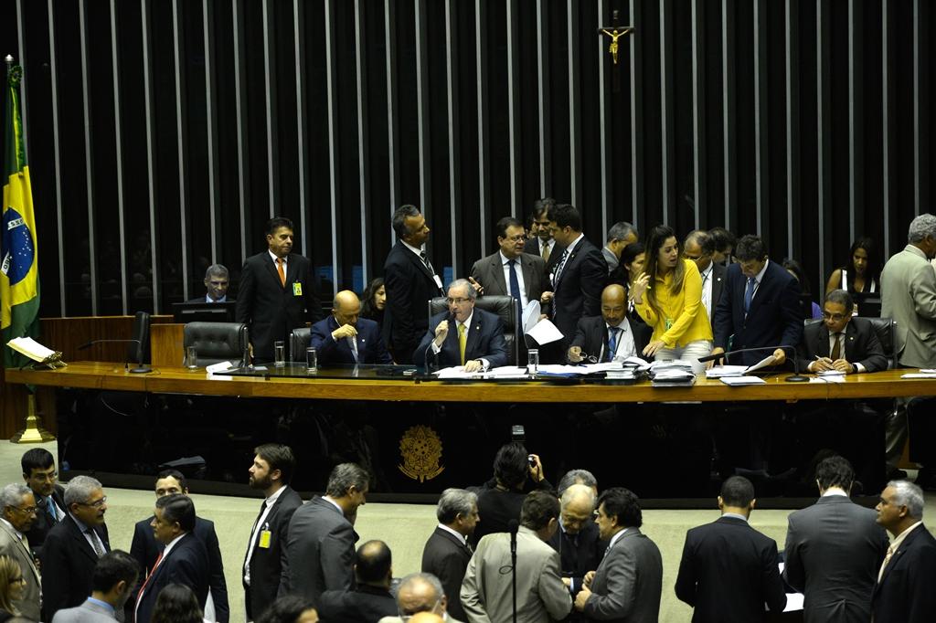 Em minireforma eleitoral, Câmara mantém doação de empresas a partidos