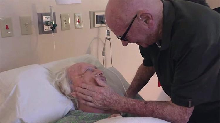 Homem de 93 anos dá adeus a sua esposa cantando a canção que ela mais gosta