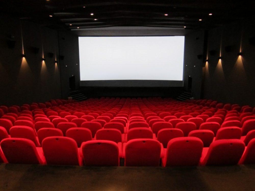 """""""Eu Faço Cultura"""" leva pessoas de baixa renda para assistir filmes no Cinemark"""