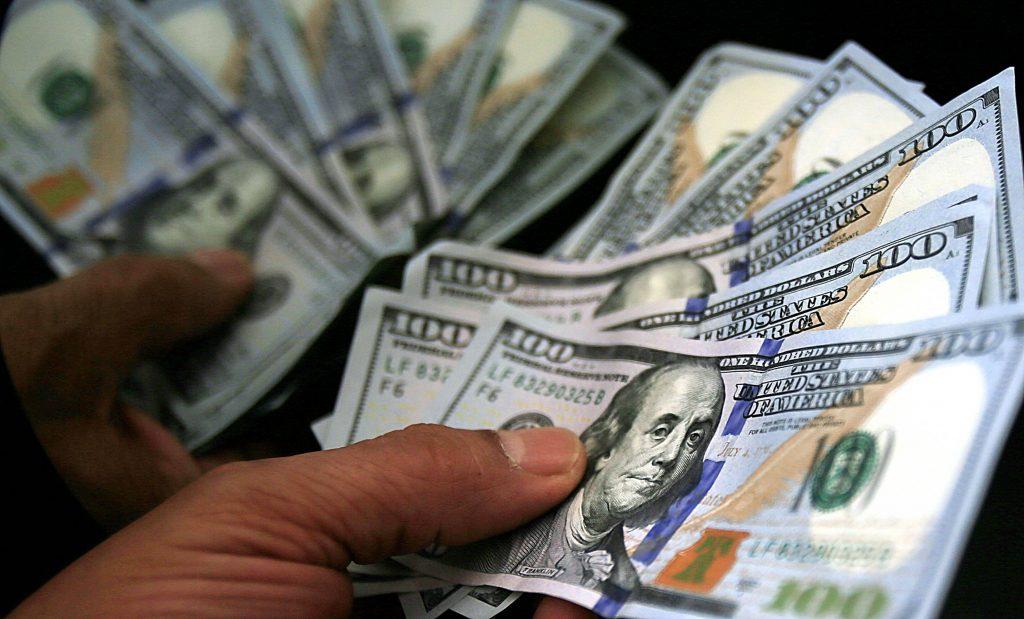 Dólar alcança menor valor em um ano