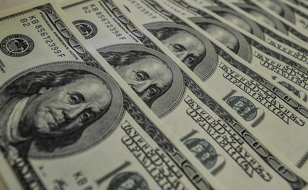 Dólar tem dia de forte alta e fecha em R$ 3,93
