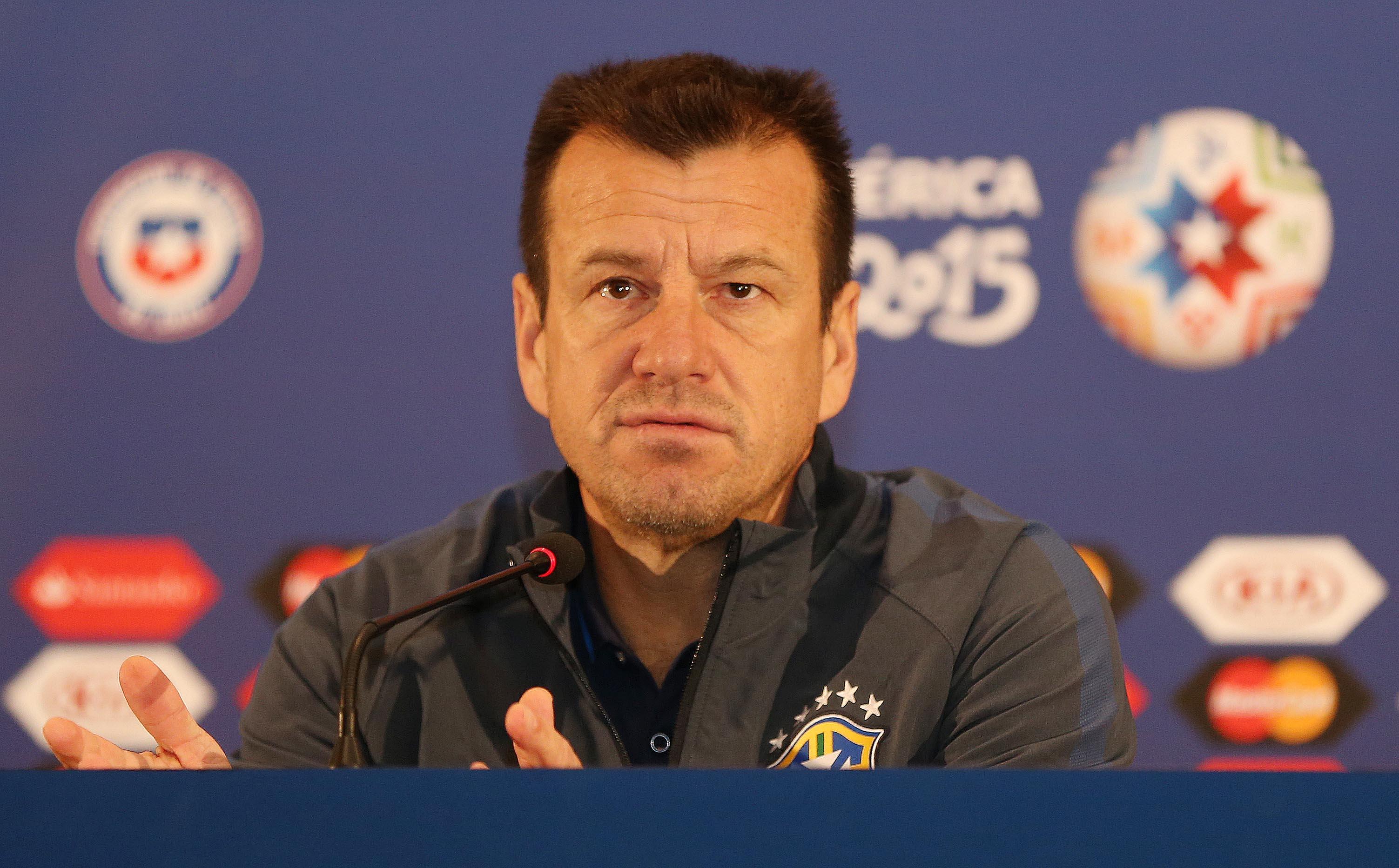 Dunga convoca seleção para primeiros jogos das Eliminatórias