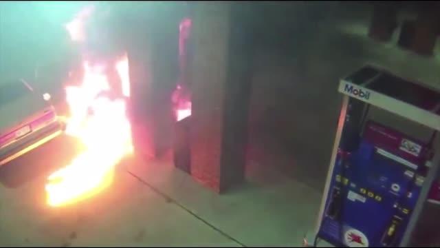 Homem tenta matar aranha e incendeia posto de combustível