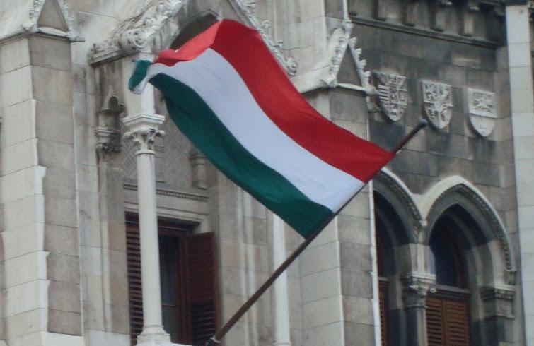 Para conter imigrantes, Hungria fecha estação de trem