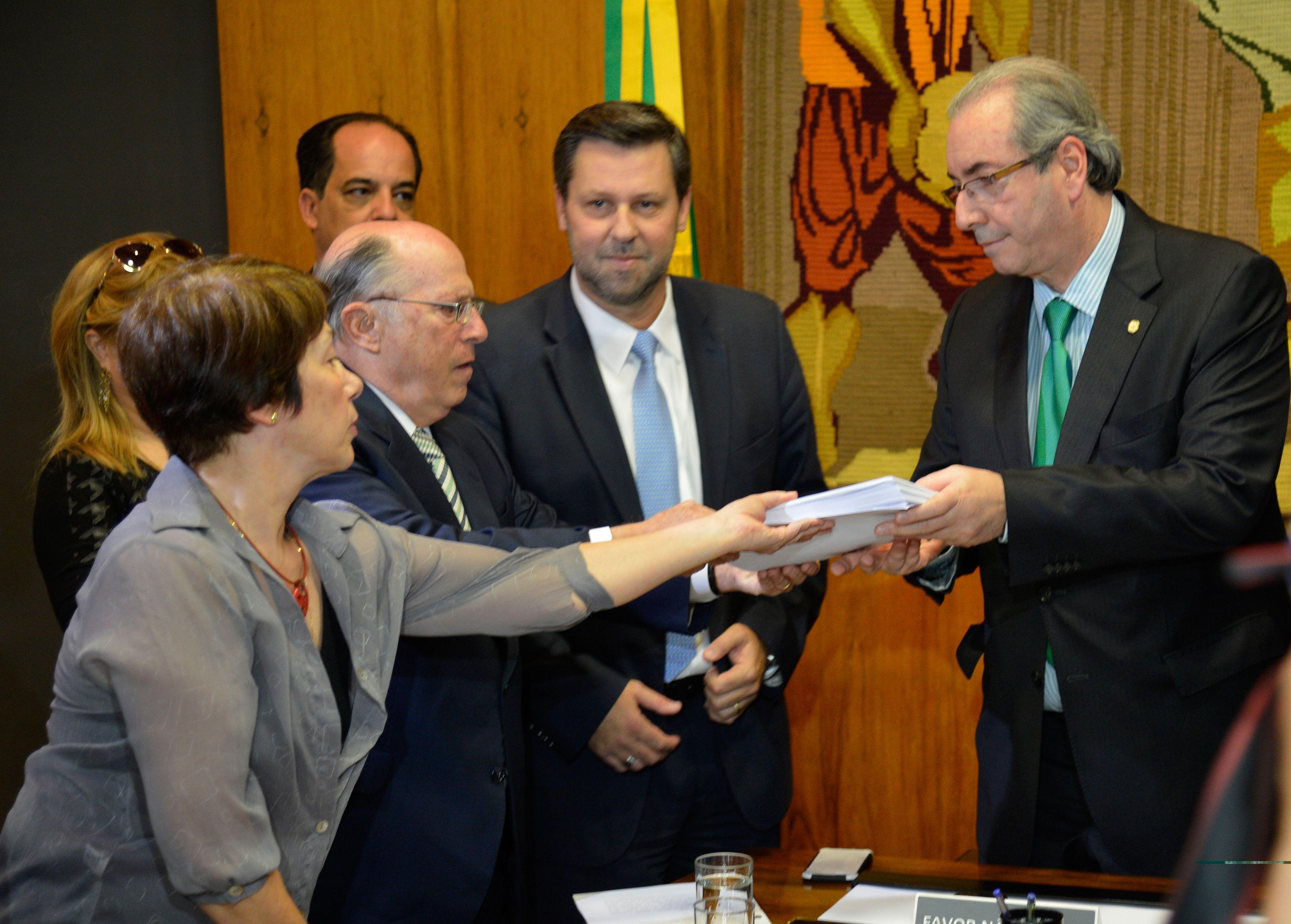 Câmara recebe pedido de impeachment de Dilma elaborado por Hélio Bicudo