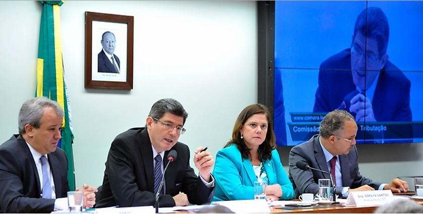 Aumento de pessoal e empréstimos dificultaram finanças estaduais, segundo Levy