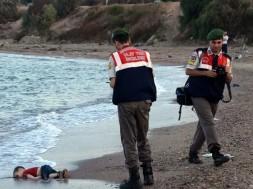 menino morto na praia
